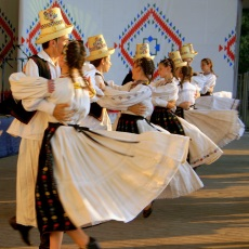 The Eliznik pages | Traditional dance, music and costume